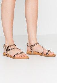 Unisa - CLARIS - Sandals - sun tan - 0