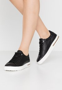 Birkenstock - BEND - Sneakersy niskie - black - 0