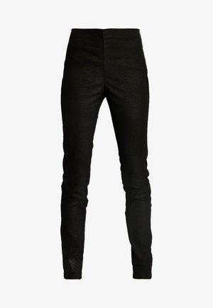ZEBA CROCO - Pantaloni di pelle - black