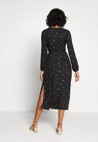 Cotton On - WRAP LONG SLEEVE MIDI DRESS - Denní šaty - ditsy black - 2