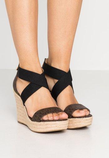 PRUE WEDGE - High heeled sandals - brown