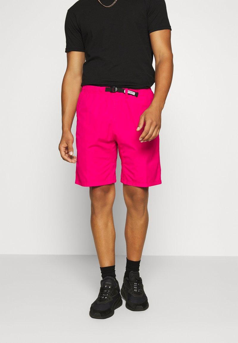 Carhartt WIP - CLOVER LANE - Shorts - ruby pink