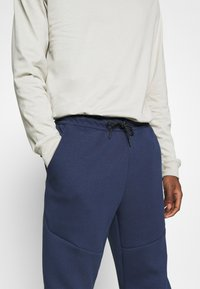 Nike Sportswear - M NSW TCH FLC JGGR - Träningsbyxor - midnight navy/black - 3
