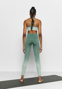 South Beach - SEAMLESS OMBRE LEGGINGS - Leggings - blue spruce - 2