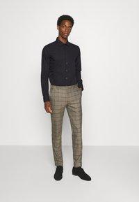 Seidensticker - MODERN KENT X SLIM - Formal shirt - black - 1
