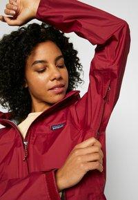 Patagonia - TORRENTSHELL - Hardshell jacket - roamer red - 5