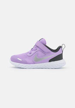 REVOLUTION 5 UNISEX - Neutral running shoes - lilac/metallic silver/dark smoke grey/white