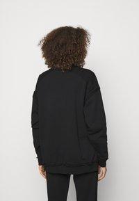 MOSCHINO - Sweatshirt - fantasy print black - 2