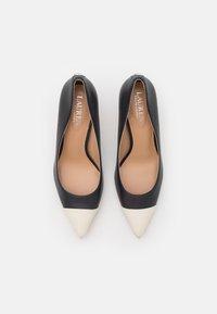Lauren Ralph Lauren - LANETTE - Classic heels - navy/vanilla - 5