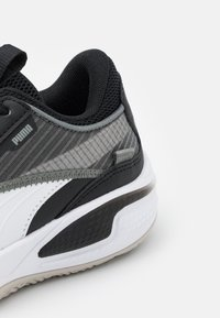 Puma - COURT RIDER JR UNISEX - Basketbalové boty - white/black - 5