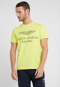Hackett Aston Martin Racing - AMR WINGS TEE - Print T-shirt - lime - 0