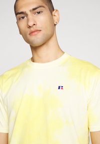 Russell Athletic Eagle R - ROCK - T-shirt con stampa - inca gold - 3