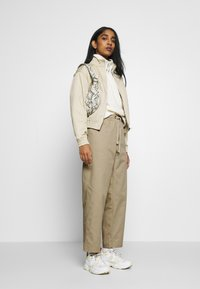 Champion Reverse Weave - LONG PANTS - Trousers - beige - 1