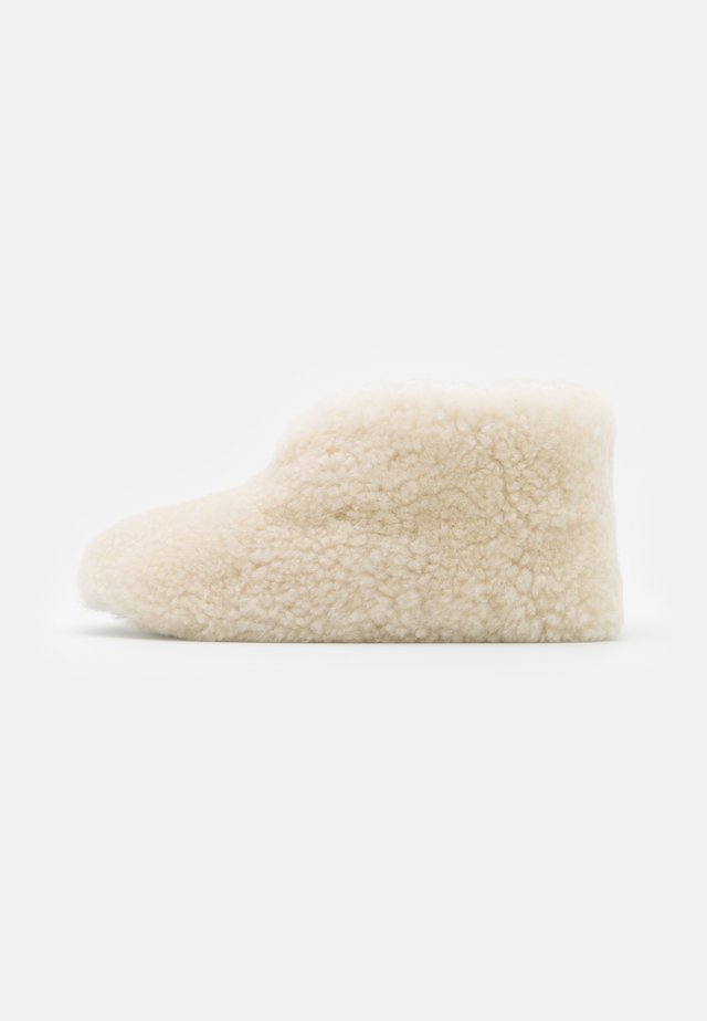 ULLA - Slippers - creme