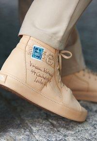 Vans - SK8 VIVIENNE WESTWOOD - Skate shoes - tan - 4