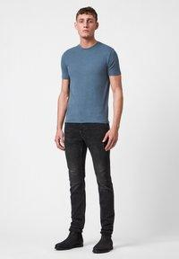 AllSaints - BRACE - Basic T-shirt - mottled royal blue - 1