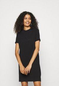 Calvin Klein Jeans - ARCHIVES DYE DRESS - Vestido ligero - black - 0