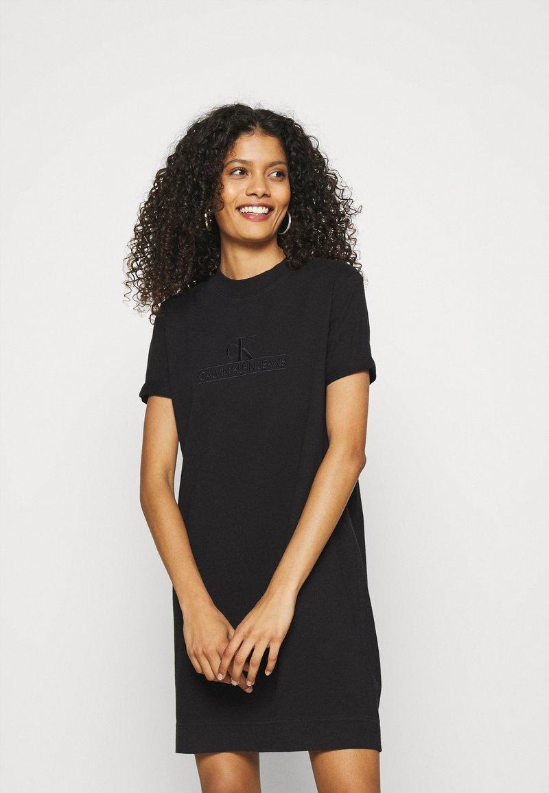 Calvin Klein Jeans - ARCHIVES DYE DRESS - Vestido ligero - black