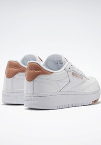 Reebok Classic - CLUB C DOUBLE - Zapatillas - white/white/ruscly - 3
