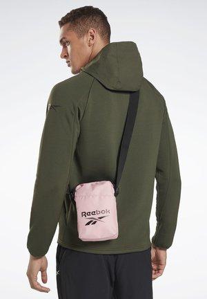 TRAINING ESSENTIALS CITY BAG - Across body bag - pink