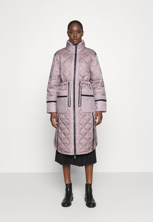 WOMENS REFINED LONG QUILTED COAT - Vinterkåpe / -frakk - metallicred