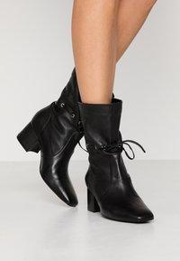mint&berry - Kotníkové boty - black - 0