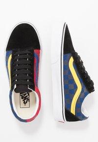 Vans - OLD SKOOL - Sneakersy niskie - red - 1