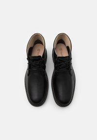 Timberland - BELANGER CHUKKA - Volnočasové šněrovací boty - black - 3
