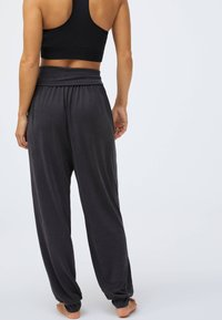 OYSHO - Trainingsbroek - dark grey - 1