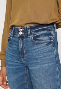 American Eagle - HI RISE ARTIST FLARE  - Flared Jeans - classic medium - 4