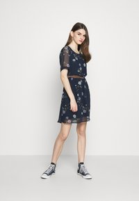 Vero Moda - VMFALLIE BELT DRESS - Kjole - navy blazer - 1