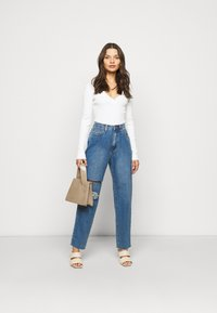 Missguided Petite - VNECK  - Pullover - offwhite - 1