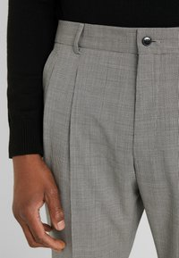 HUGO - FARLYS - Suit trousers - open grey - 5