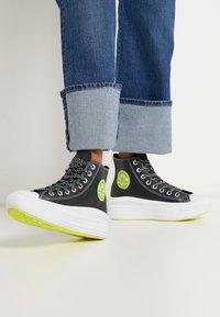 Converse - CHUCK TAYLOR MOVE PLATFORM - High-top trainers - black/lemon/white - 0