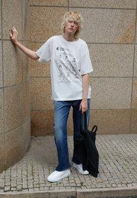 MM6 Maison Margiela - BERLIN BAG CLASSIC - Shoppingveske - black - 2