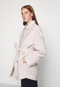 Filippa K - LIMA COAT - Krátký kabát - ivory - 3