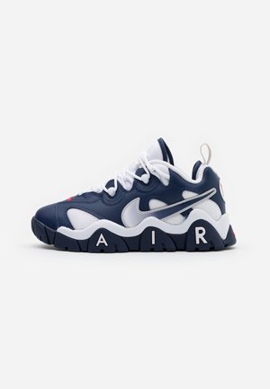 AIR BARRAGE  - Matalavartiset tennarit - midnight navy/white/university red/vast grey