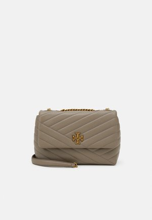 KIRA CHEVRON SMALL CONVERTIBLE SHOULDER BAG - Torba na ramię - gray heron