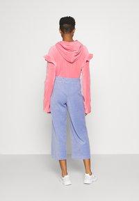 Monki - CORIE TROUSERS - Trousers - blue light - 2