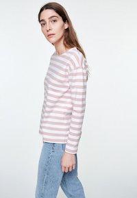 ARMEDANGELS - NOAA BOLD STRIPES - Sweatshirt - blush - 0
