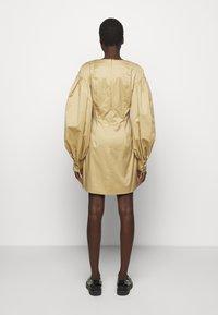 Mother of Pearl - MINI DRESS  - Vestido informal - stone - 2