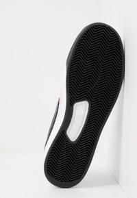 Nike SB - ADVERSARY - Skateschoenen - white/black - 6