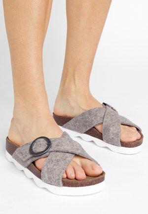 SHEPHERD SANDAL MARIANNE - Pantofle - beige