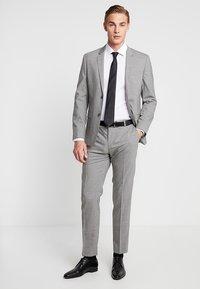 Seidensticker - BUSINESS KENT PATCH EXTRA SLIM FIT - Formal shirt - white - 1
