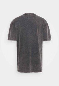 Han Kjøbenhavn - BOXY TEE - Print T-shirt - faded dark grey - 6