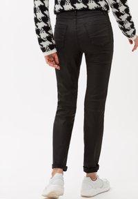 BRAX - STYLE SHAKIRA - Jeans Skinny Fit - clean black - 2