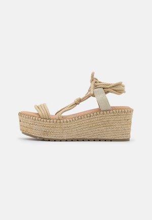 CARISA - Sandály na platformě - natural
