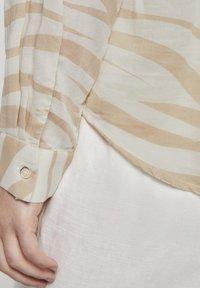 mine to five TOM TAILOR - FLIESSENDE MIT ZEBRA-MUSTERUNG - Button-down blouse - ecru zebra design - 3