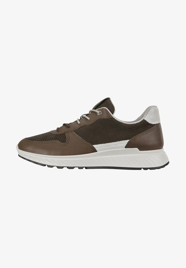 ST.1 M  - Trainers - tarmac/deep forest/white