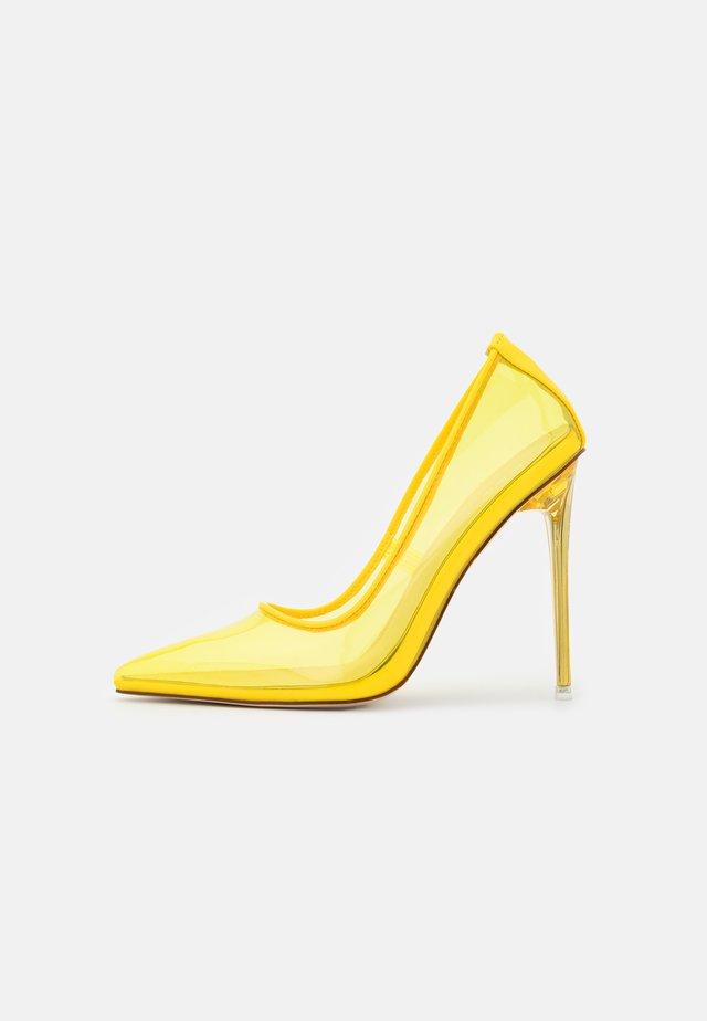 MILENA - Klassiske pumps - yellow